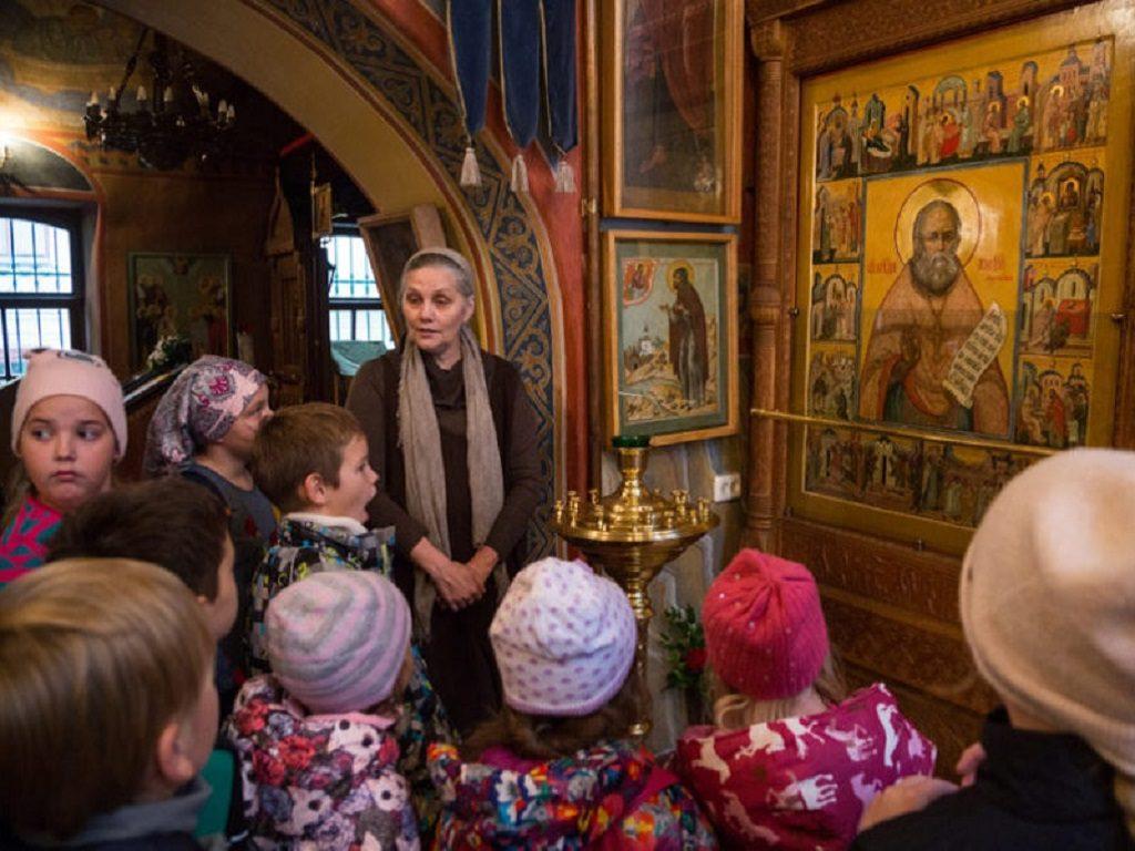 Учащиеся Воскресной школы храма святителя Николая в Покровском посетили Никольский храм в Клённиках