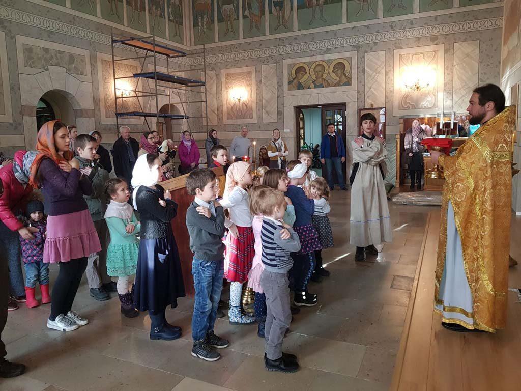Литургия для детей в домовом храме благоверного князя Александра Невского при бывшей Покровской богадельне.