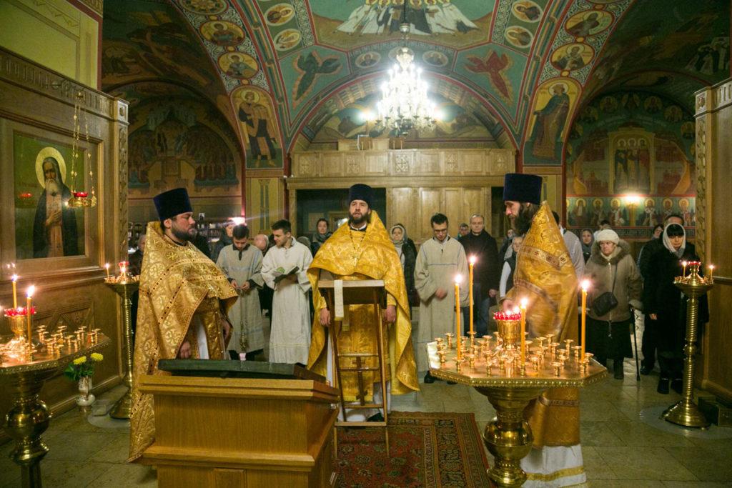В день празднования памяти мученика Вонифатия, преподобного Илии Муромца и новолетия в Никольском храме были совершены уставные богослужения