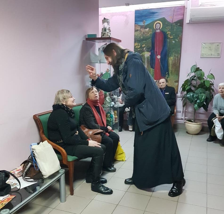 В социальном центре района «Басманный» прошла встреча со священником