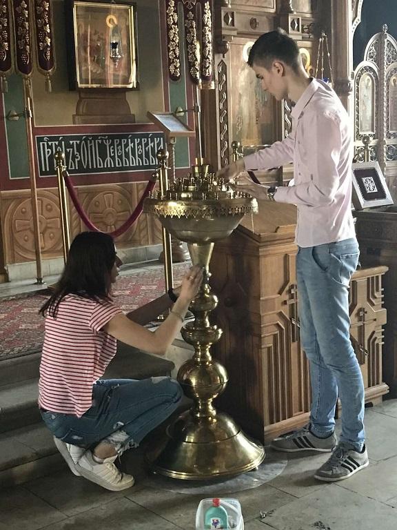 Студенты Московского автомобильно-дорожного колледжа им. А.А. Николаева помогли в уборке храма