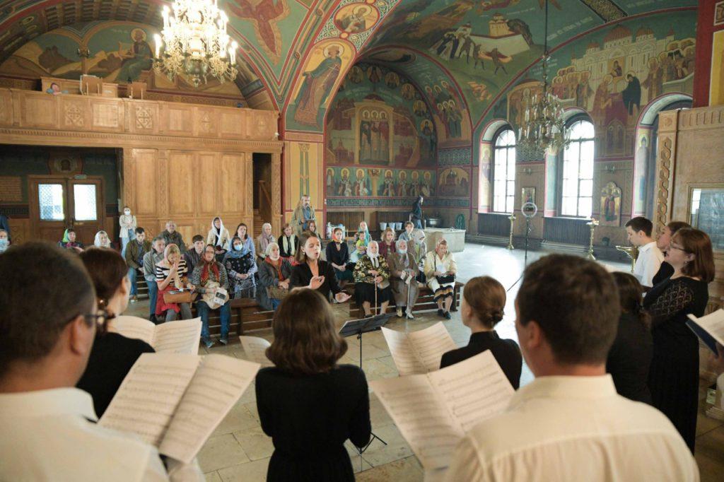Концерт вокального ансамбля под руководством Анастасии Мельниковой в храме Николая Чудотворца в Покровском.