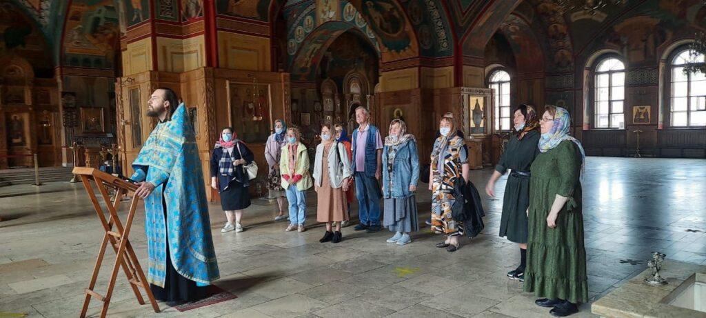 группа паломников из ТЦСО «Мещанский» посетила Никольский храм