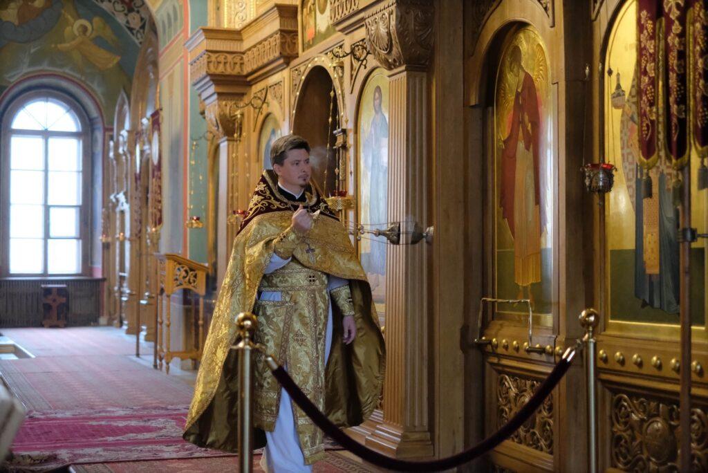в пятницу 21-й седмицы по Пятидесятнице и день своего рождения, настоятель храма свт. Николая Чудотворца в Покровском протоиерей Кирилл Сладков совершил Божественную Литургию.