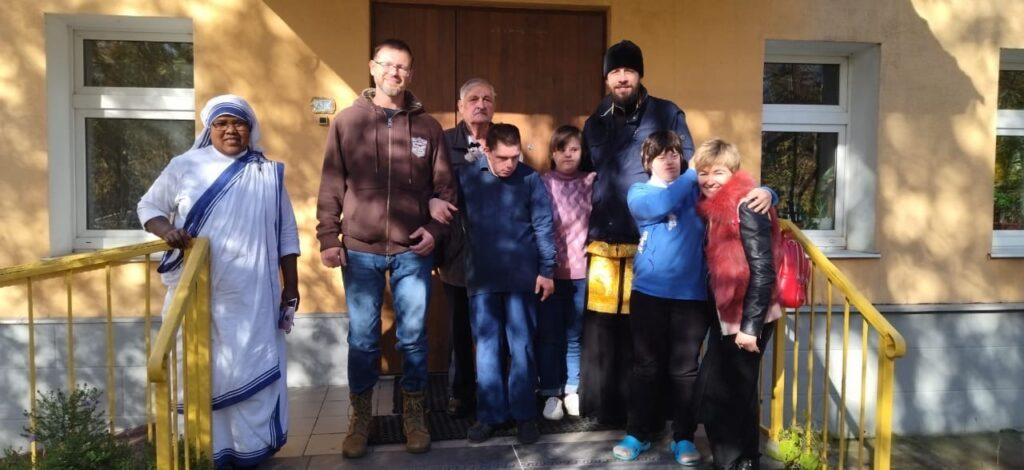 приход храма посетил детей в католическом центре Ордена Марии Терезы
