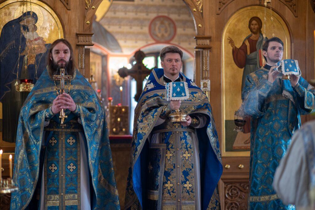 Открытие бюста а.в. суворова на территории храма свт. николая в покровском