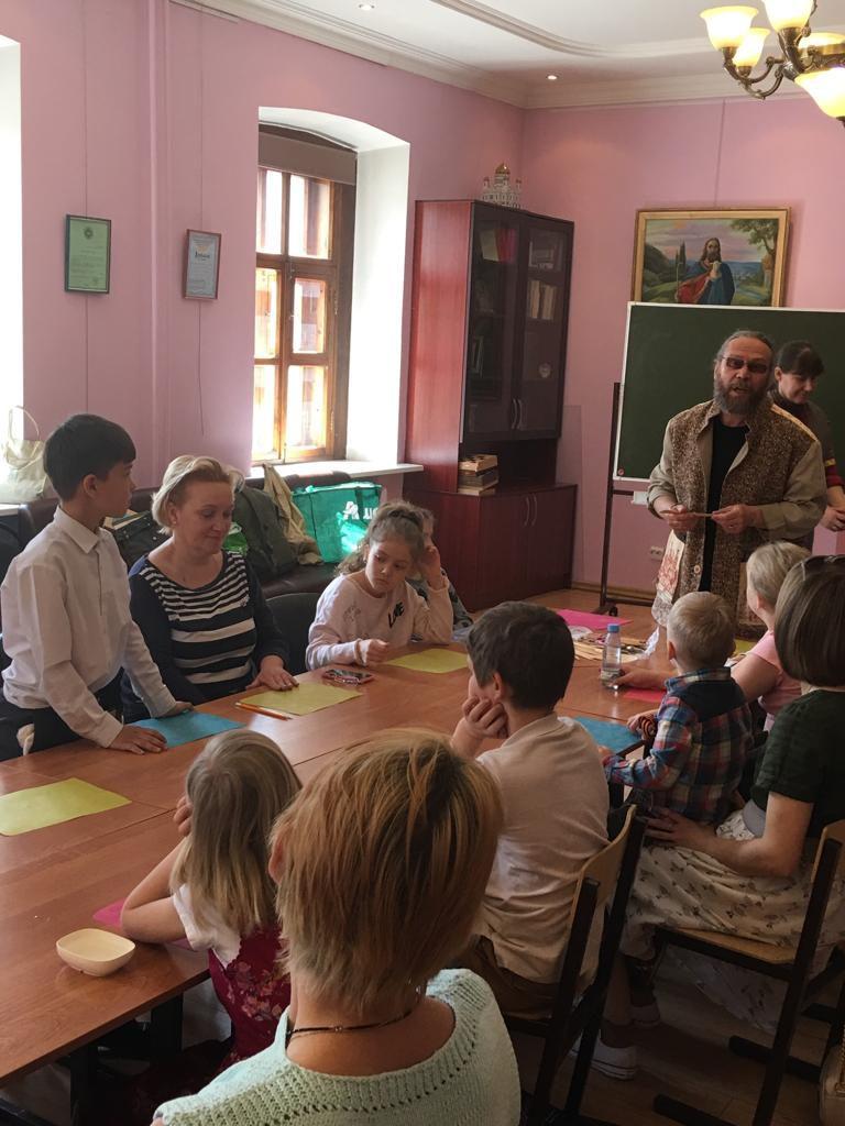 Мастер-класс по лепке из глины в воскресной школе