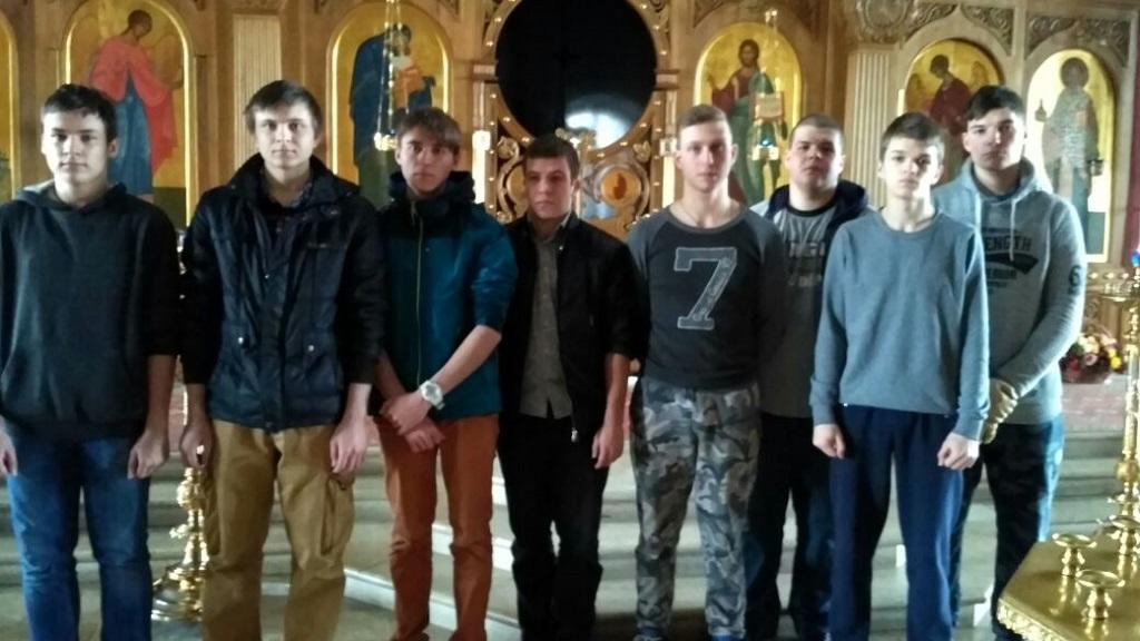 Группа студентов Автомобильно-дорожного колледжа имени А.А. Николаева посетила храм святителя Николая в Покровском