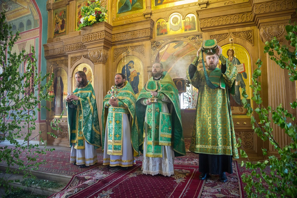 Праздник Святой Троицы в храме святителя Николая в Покровском