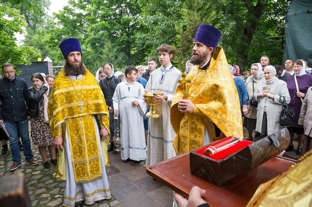 В день перенесения мощей святителя и чудотворца Николая в Никольском храме совершены торжественные богослужения