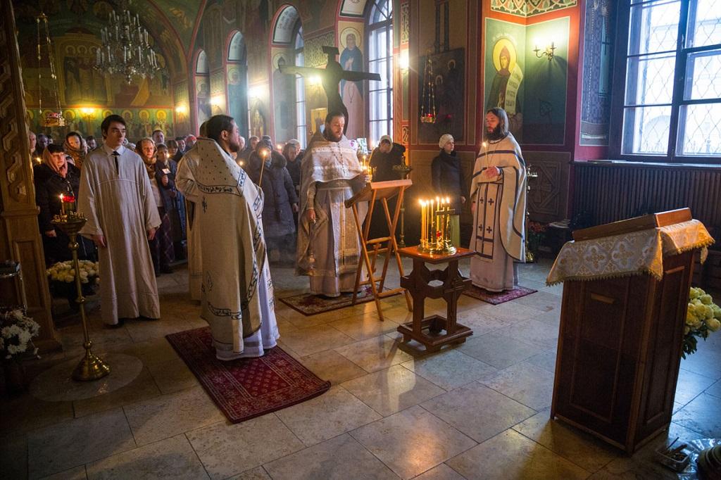В Никольском храме молились о упокоении почившего настоятеля
