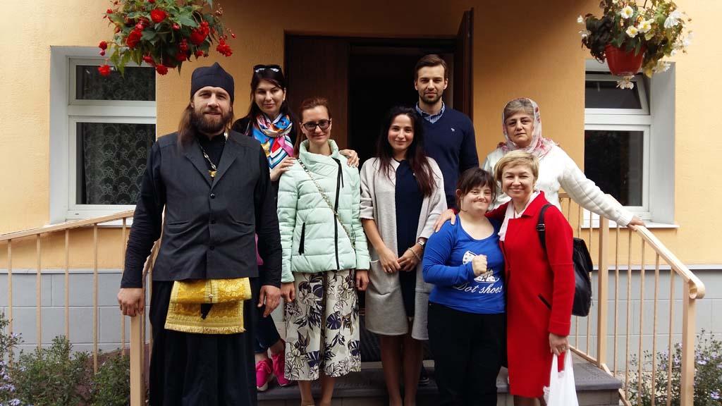 Православных подопечных сестер милосердия ордена Марии Терезы посетил клирик Никольского храма в Покровском