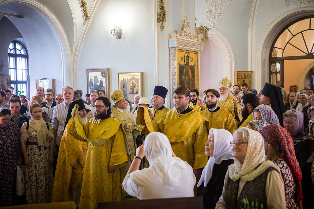 Престольный праздник в храме первоверховных апостолов Петра и Павла в Новой Басманной слободе