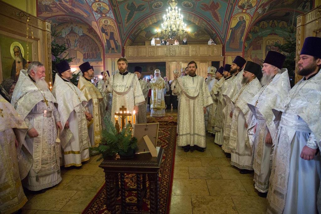 На сороковой день со дня кончины настоятеля архимандрита Дионисия (Шишигина) в Никольском храме в Покровском была совершена Литургия