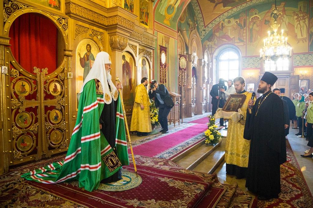 В канун дня памяти святителя Николая Чудотворца Предстоятель Русской Церкви совершил всенощное бдение в столичном храме святителя Николая в Покровском