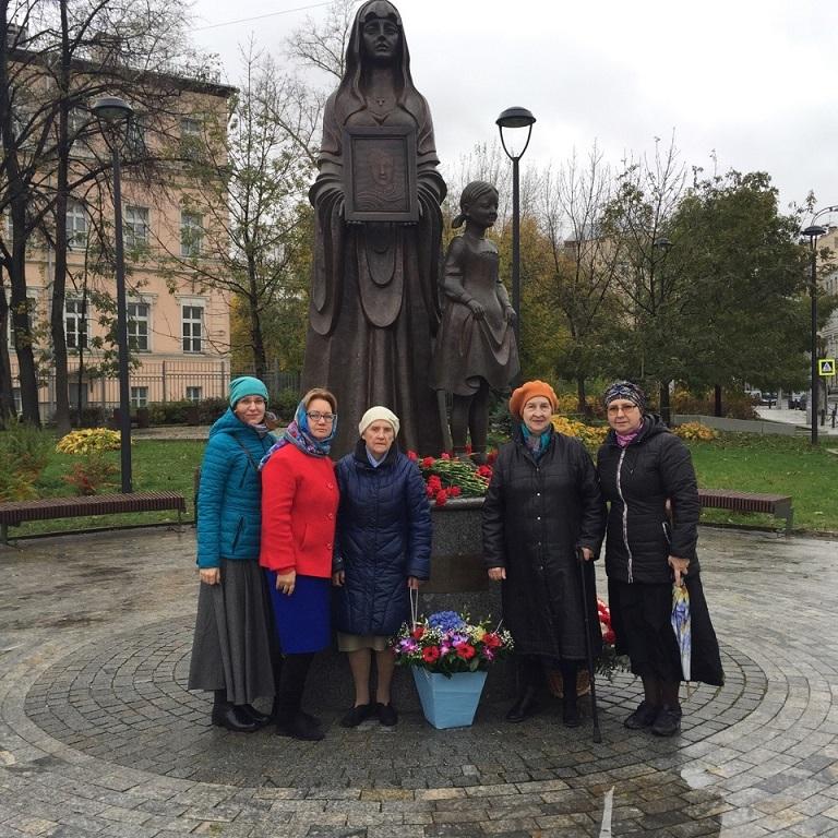 Возложение цветов к памятнику ополченцам