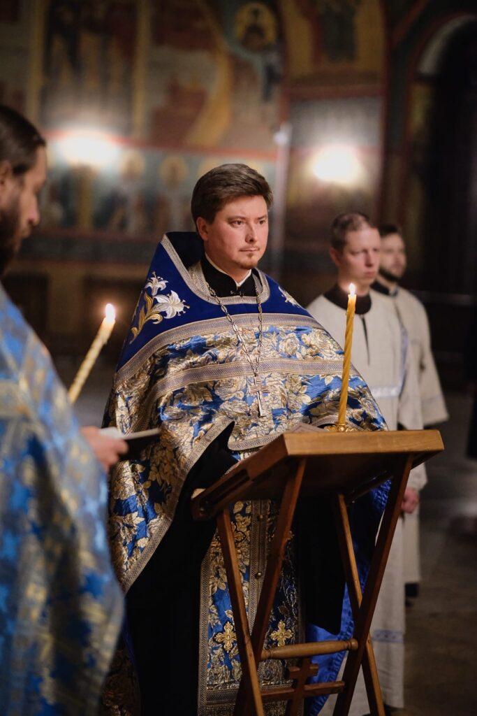 Всенощное бдение с чтением акафиста Казанской иконе Божией Матери.