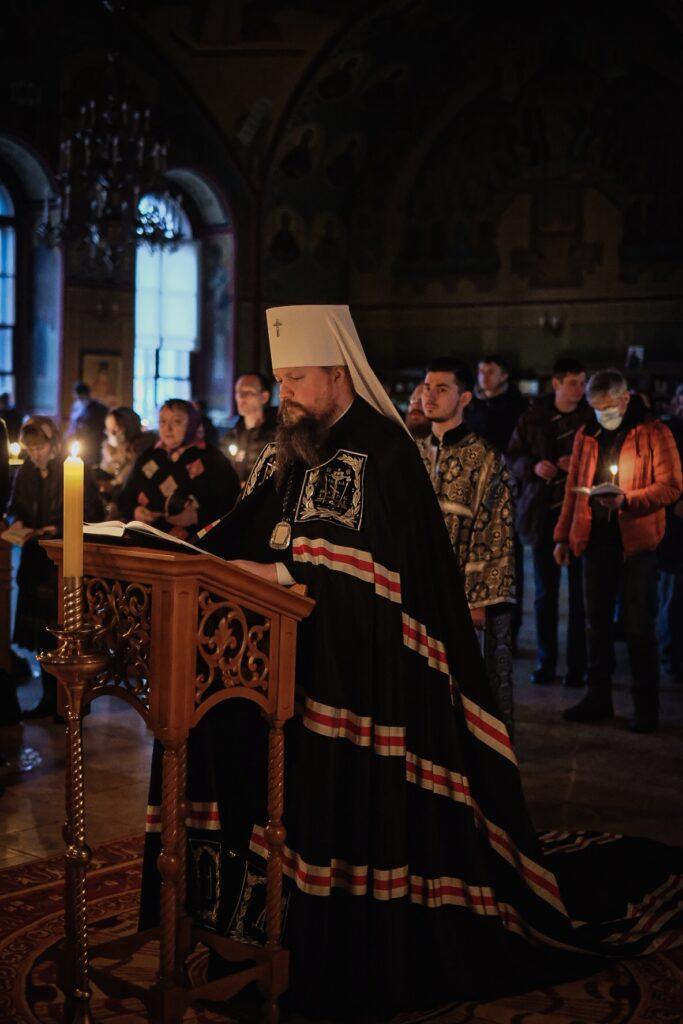 Во вторник первой седмицы Великого поста управляющий делами Московской Патриархии совершил великое повечерие в храме святителя Николая в Покровском